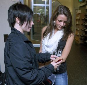 Eleverna blev peppade. Sophie Swing och Julia Zolotareva tänker båda starta UF-företag.