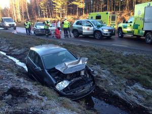 Tre personbilar var inblandade i olyckan på riksväg 69 strax norr om Falun.