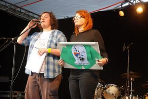 Singer/songwritern Kajsa Vogel sjöng och spelade egna låtar.