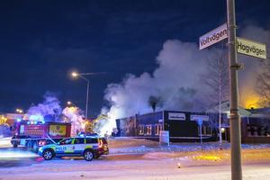 Vid 08.30-tiden på trettondagsaftonen hade brandmännen från Östersund, Lit och Brunflo branden under kontroll.