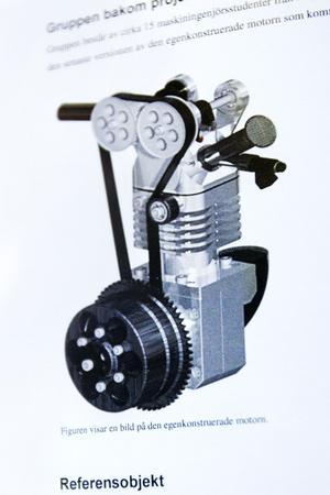 Den här motorn har Fredrik Mickelsson utvecklat själv. I högskolans verkstad kan teamet dessutom tillverka de flesta delarna själva.Foto: Lina Westman