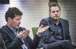 Landstingsrådet Peter Olofsson (S) och oppositionsrådet Nicklas Sandström (M) har olika uppfattningar om hanteringen av Solbritts operation.