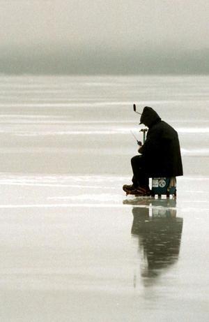 I februari intar nordiska eliten av pimpelfiskarke Vikasjön utanför Falun.