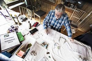 Han har bokat Bosse Parnevik för 700 konor och Christer Sjögren för 500 kronor.