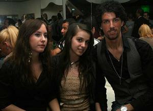 Pluto. Nadina, Neyra och Almir