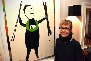 Kerstin Bergman bredvid det avtäckta motivet.