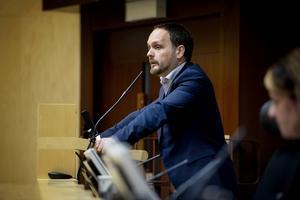 Jörgen Berglund, oppositionsrådet, tycker att behovet är stort att göra om investeringsbudgeten. Annars är han beredd att skrota överenskommelsen från 2012.