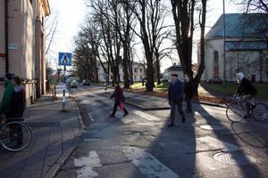 Det obevakade övergångsstället Kaplansgatan-Drottninggatan klarar inte Motormännens test.