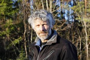 Thomas Wassberg kommer ursprungligen från Värmland och pratar varje vecka med någon därifrån som beklagar sig över vargarna.