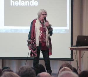 Elise Lindqvist föreläste i Ljusdal på torsdagskvällen.
