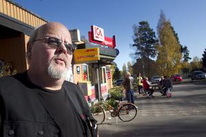 Håkan Eriksson tror på bra affärer efter flytten till centrum. - Javisst, det måste man ju göra.