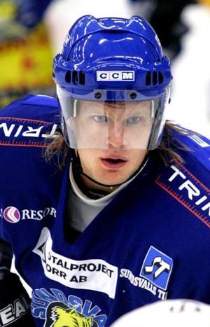 Alexander Larsson ligger femma i poängligan i den norska Elitserien i hockey.