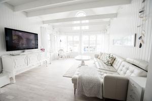 Ett genomgående tema i familjen Kristmanssons hem är vitt och ljust.