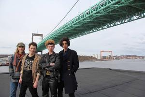 Mandus Berg (Fabian), Tom Ljungman (Daniel), Wilhelm Johansson (Morgan) och Johannes De Lima (Juan) spelar huvudrollerna i Peter Birros nya tv-serien