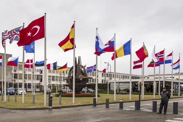 Inget för Sverige. Natos huvudkvarter i Bryssel – den svenska flaggan ska inte hissas där enligt regeringen. Den militära alliansfriheten tjänar oss väl, skriver Åsa Eriksson, vikarierande riksdagsledamot från Norberg.Foto: Geert Vanden Wijngaert/TT