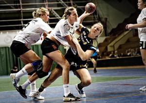 Det var bara 15 grader i Idrottshuset när ÖSK Handboll tränade i går kväll.