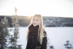 Jonna Jinton älskar vinterns sagolika känsla och de ljusa färgerna.