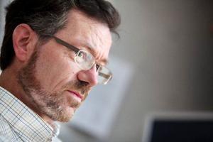Det görs inte så mycket öppenvårdsforskning på patienter, men distriktsläkare Gunnar Nilsson i Myrviken har tittat närmare på patienter med ospecifik bröstsmärta. – Forskning är viktigt inte minst med tanke på att länet ska ha regionaliserad läkarutbildning, säger Gunnar Nilsson som själv är handledare för både AT- och ST-läkare.