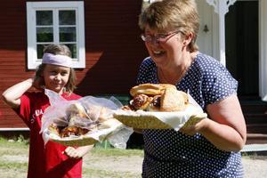 En av de dagliga höjdpunkter har varit när Karin Larsson, diakon för Ramsjö-Ljusdals församling, bullat fram fika.