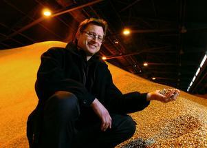 Stefan Rönnqvist, marknadsdirektör på SCA Energy, ser positivt på att pellets från Bio Norr ersätter oljan.