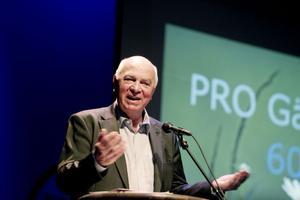 Curt Persson framhöll i sitt tal det digitala utanförskapet och vikten av att utbilda fler äldre i att använda en dator.