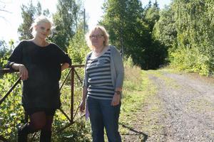 Tove Winqvist och Anita Karlsson tycker att projektet är en bra idé. Här är de vid terrängspåret i Klackberg.