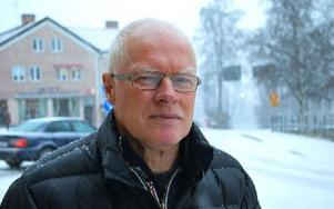 Klas Sarén i Hjulbäck är upprörd över planerna på att förbjuda nätfiske i Siljan. Foto: Annki Hällberg/DT