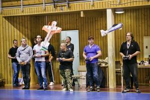 Medlemmarna i modellflygklubben Albatross har kontroll över luftutrymmet.
