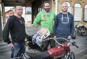 Arrangörerna av mopedrallyt i Hammerdal: Pär Zackrisson, Jon Nilsson och Andreas Wikman.