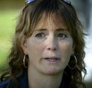 """I stormens öga. Åsa Hagelstedt slutade som kommunikationschef hos IOGT-NTO. Hennes far, Kalle Gustafson, anser att hennes chef uppträdde """"fruktansvärt amatörmässigt""""."""
