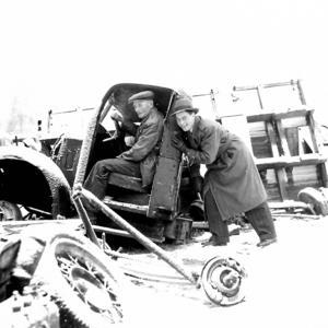 Ett foto från 1953 som visar bilskroten i Norr Amsberg utanför Borlänge som under många år drevs av Karl-Gustaf