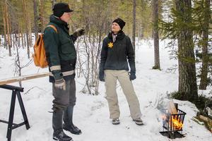 Kent Hjelm och Rie Stagegaard hjälptes åt att köra upp skidspåren i parken inför söndagen.