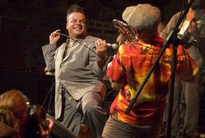 Helgens klimax i Svaben svarade Mike Sanches för. Engelsk Rhythm and Blues kung som fick hela bruksstallet att gunga.