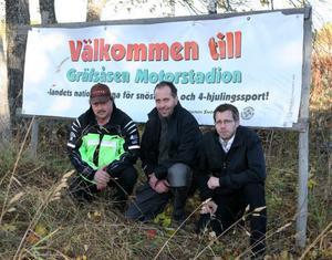 Östersunds snöskoterklubbs allt i allo Reidar Lund, ordföranden Roger Lundholm och kassören/tävlingsansvarige Johan Olofsson vill att kommunen satsar på ett nytt motorområde i närheten av Östersund.