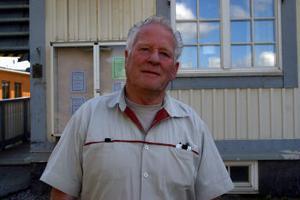 Martin Westin, ordförande i kyrkonämnden väntar på att få fastighetsnämndens förslag hur framtiden för skötseln av Borgsjö/Haverö kyrkliga samfällighets utemiljö ska lösas.