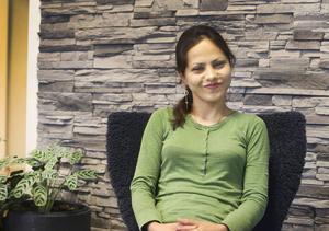 Zahra Hassani kom till Järpen för två år sedan och har arbetat på Klättermusen i över ett halvår. Hon vill gärna bo kvar i Järpen om hon har ett jobb.