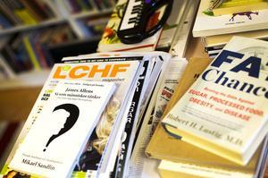 Några av de böcker och tidskrifter Nisse Simonson läser.