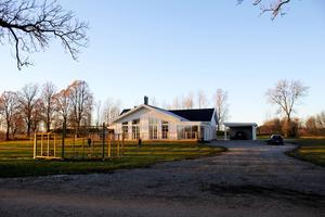 Louises svärfar och man byggde huset åt Åsa och Torbjörn.