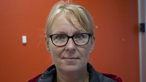 Jana Stenås, 47 år,  akutsköterska, Fagersta:– Ja, det tycker jag. Den kom för någon vecka sedan. Det känns i luften. Jag pendlar till jobbet och då ser jag hur löven förändras dag för dag.
