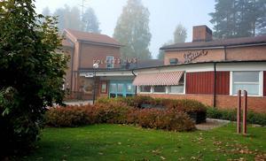 Rotary har ryckt in och sett till så att Forums fasadkonstverk inte ska förfalla.
