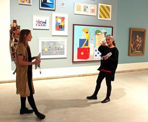 """Susanne Frost och Shahla Mohebbi berättar om den nya utställningen """"Abstrakt – reflexioner från samlingen"""" på Västerås konstmuseum."""
