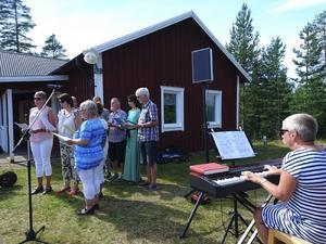 Besökarna fick också lyssna till några sånger av sånggruppen Otto Voci
