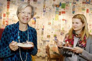 Görel Åsbo Stephansson från Jämtlands läns konstförening och Anna Faxälv, författare till ett kapitel om brödtraditioner lät sig väl smaka.