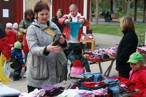 Rena rama klädbutiken under förskolans gårdsförsäljning.