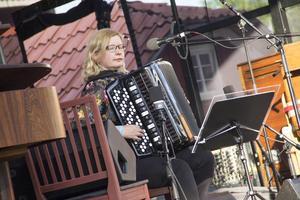 Först ut på festivalen under fredagen var finländska artisten Maria Kalaniemi tillsammans Timo Alakotila.