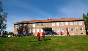 Ångsta skola. I valrörelsen ville Centern att 15 miljoner kronor skulle läggas på att bygga ut skolan.
