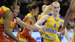 Så här såg det inte ut när Tekla Swedlund och hennes elever spelade basket, de tränade i långkjolar och snörkängor.