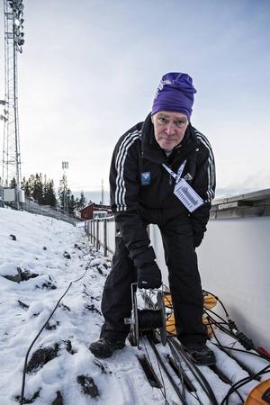Seth Persson, Östersund, är en riktig veteran när det gäller funktionärsarbetet. Han har inte riktig koll, men tippar på att det är över 20 år. Seth håller bland annat koll på sladdarna till tv och tidtagning. Under tävlingarna står han i spåret och förvarnar OB-bussen när speciella åkare är på gång.