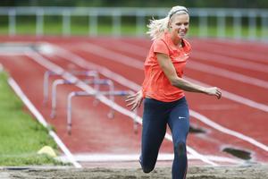 Friidrott höjdhopp höjdhopparen Erika Kinsey Trångsvikens IF på hemmaplan tränar på Krokoms sportcenter inför OS i Rio. Här glädje och skratt efter misslyckat längdhopp