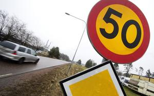 Begränsat. Det var på den här sträckan i Kolbäck som ynglingen körde för fort. Hastighetsbegränsningen är 50 km.  Bilen på bilden har inget med händelsen att göra.